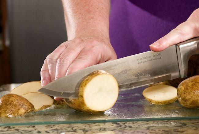 Cutting with glass cutting board