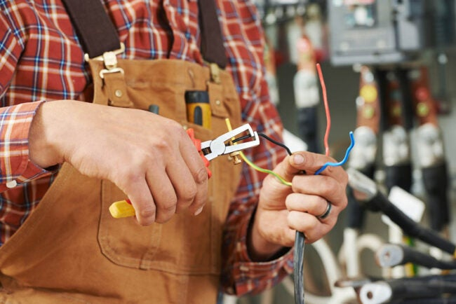 The Best Electrician Near Me: Do I Need an Electrician