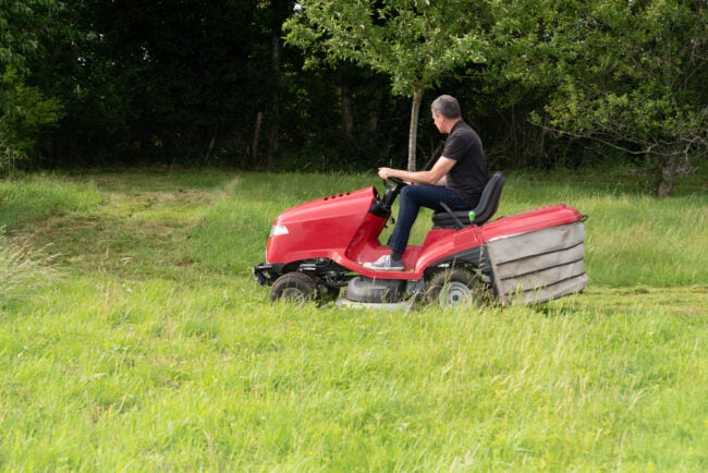 The Best Riding Lawn Mower For Hills Option