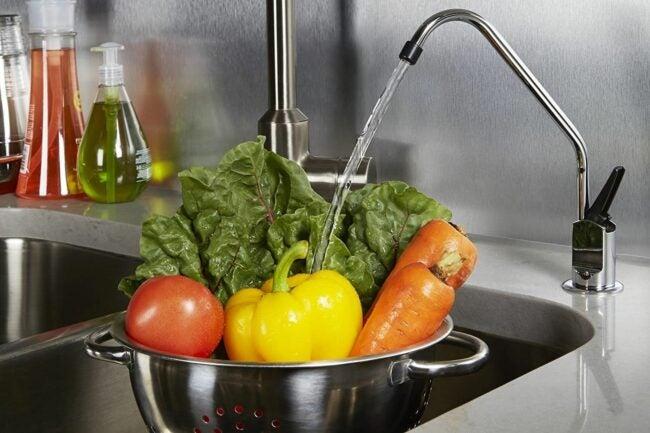 最好的下水槽水过滤器选项