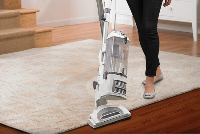 强化地板的最佳真空吸尘器