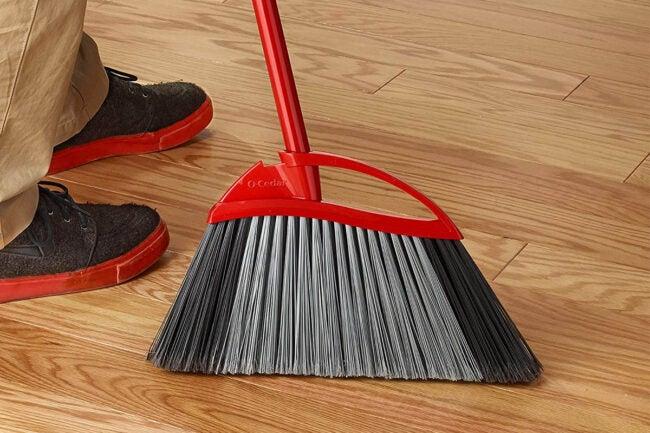 The Best Broom for Hardwood Floors Options