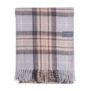 最好的羊毛毯选项:格子坦毯子有限公司回收羊毛膝盖毯