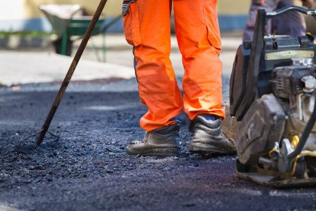 Asphalt Driveway Cost DIY vs. Hiring a Professional