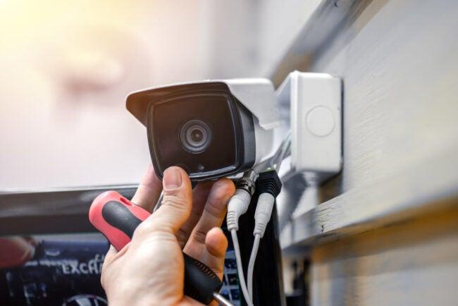 如何防止入室盗窃安装家居保安系统