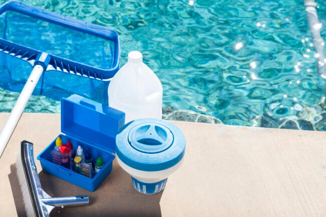 Equipment for testing the quality of pool water and cleaning a pool