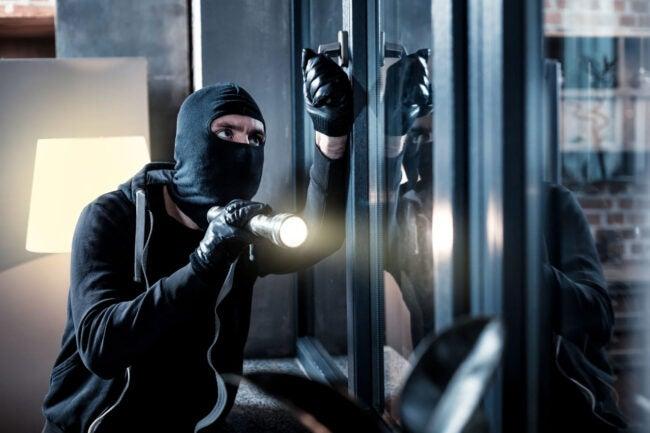 Burglary vs Robbery