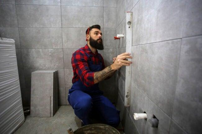 DIY浴室改造时,请专业人士