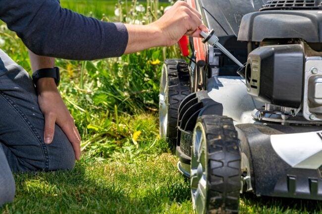 Lawn Mower Won't Stay Running Reset the Choke