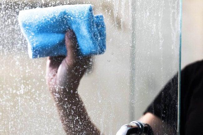 用于玻璃淋浴选项的最佳清洁剂