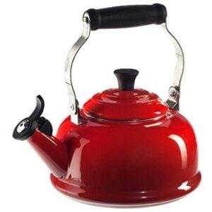 最好的亚马逊奖金厨房优惠选项:Le Creuset Enamel on Stumal吹口哨茶壶