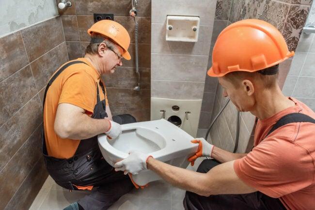 自行安装厕所或请专业人员