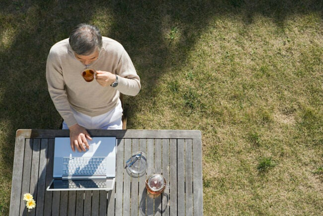 using a box for computer shade when working outdoors