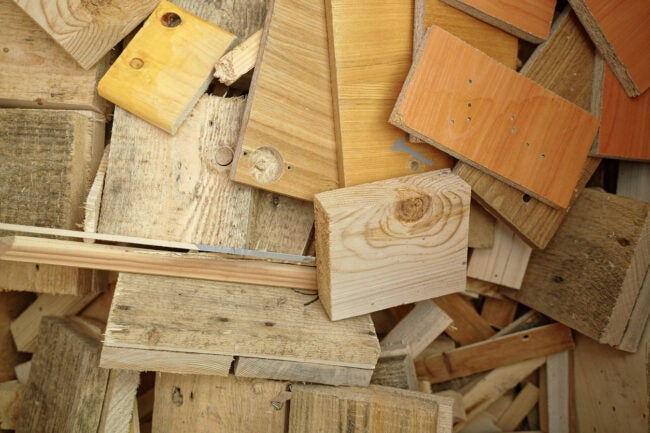 Short wooden cuts of boards and lumber. Woodworking waste in the carpentry shop. Top view.