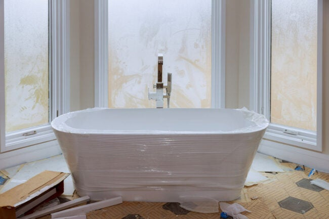 How Much Does It Cost to Replace a Bathtub