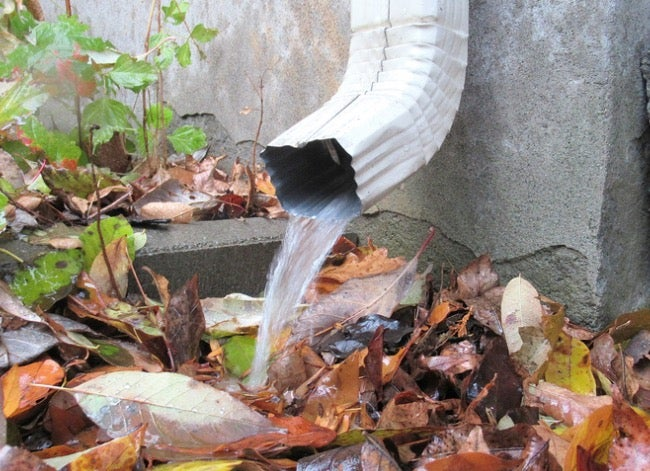 gutter cleaning downspout