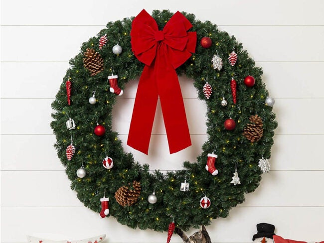 The Best Christmas Decoration Option: Best Choice Products Large Artificial Pre-Lit Fir Christmas Wreath