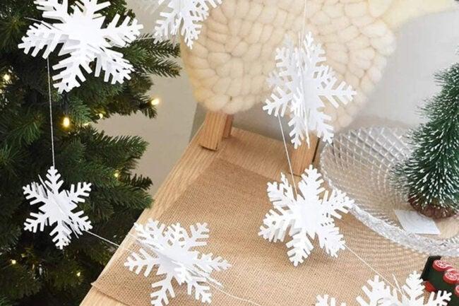 The Best Christmas Decoration Option: OuMuaMua Hanging Snowflake Decorations