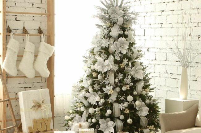 The Best Christmas Ornaments Option: Sea Team Plastic Christmas Glitter Snowflake Ornaments