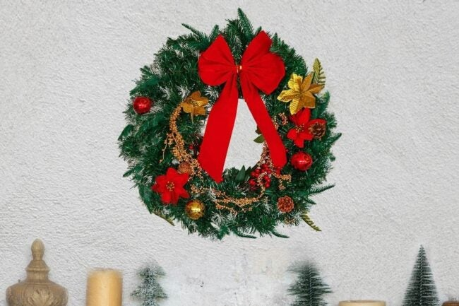 The Best Christmas Wreaths Option: FUNARTY 24 Inches Christmas Wreath