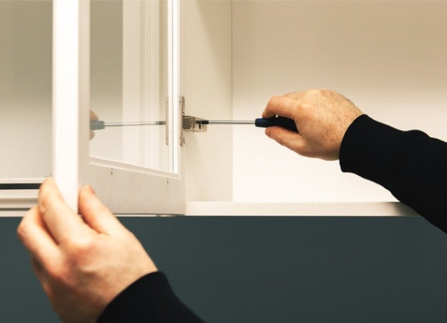 how to adjust cabinet hinges