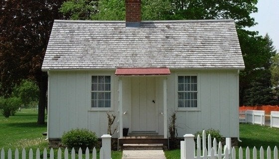 http://web.mac.com/resourcesforlife/journal/writings/Entries/2007/5/5_Herbert_Hoover_Tiny_House.html