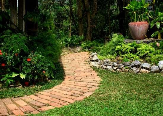 Diy Garden Paths 7 Thrifty Designs, Garden Path Coverings