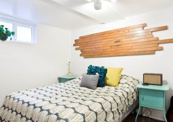Белая спальня в подвале