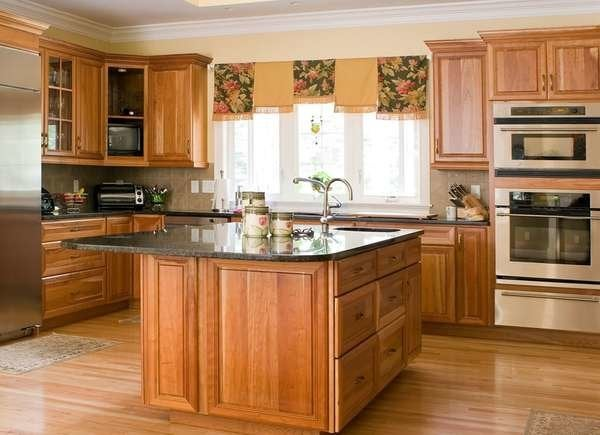 House Feel Old And Outdated, What Color Laminate Flooring With Honey Oak Cabinets