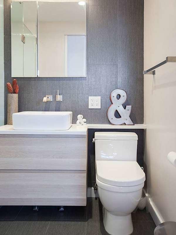 Маленькая ванная комната со встроенными шкафами
