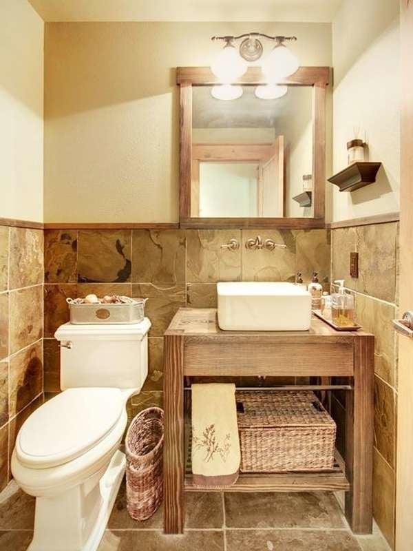 Крошечная ванная комната, облицованная плиткой