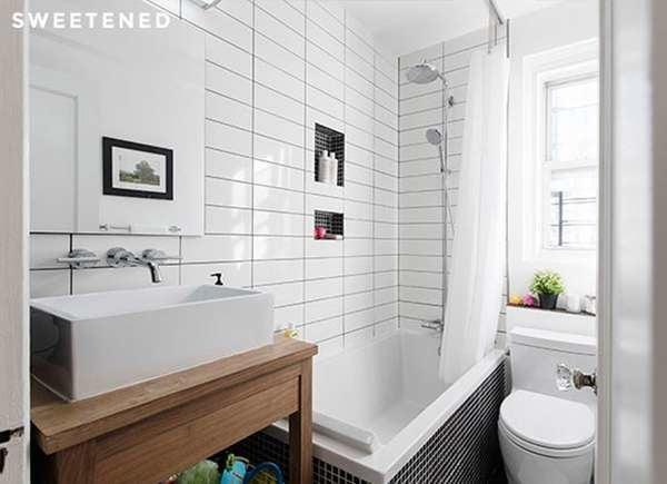 Маленькая ванная комната с ванной