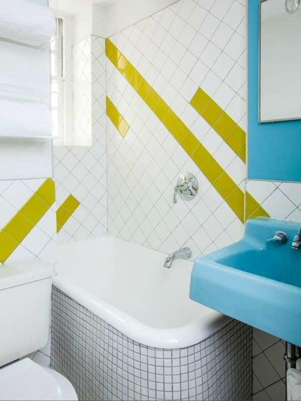 Красочная маленькая ванная комната