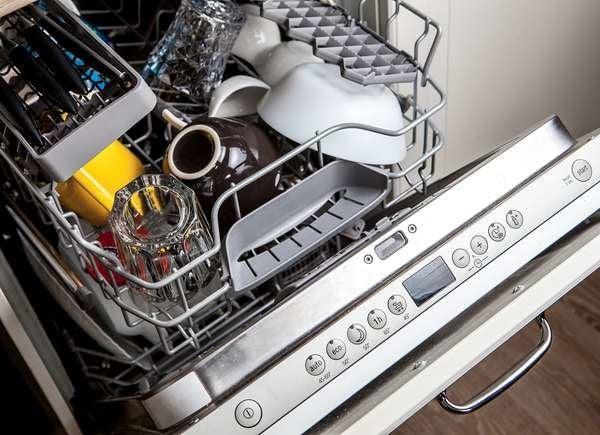 Не мойте посудомоечную машину уксусом