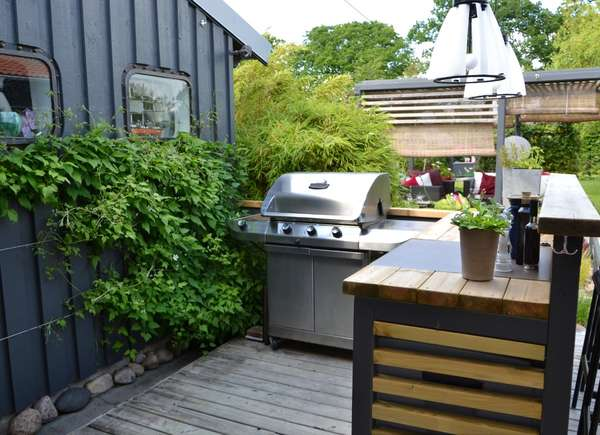outdoor kitchen curb appeal