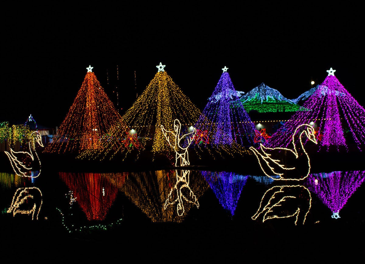2021 Christmas Light Show In Cleveland Ohio 6 Miles The Best Drive Through Christmas Light Displays In America Bob Vila