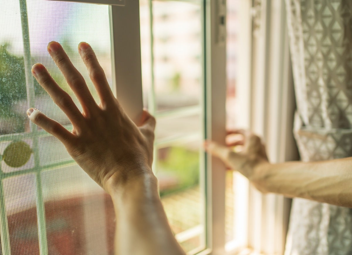 10 Dangerous Mistakes to Avoid When Spring Cleaning