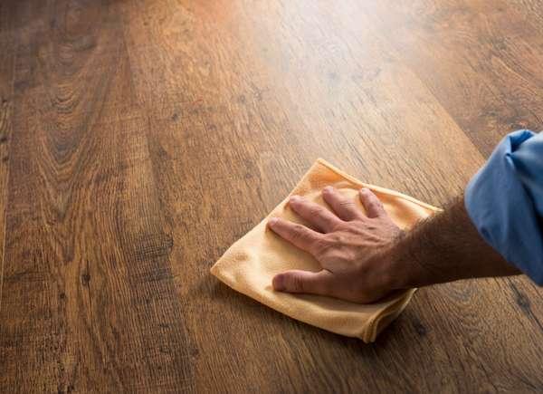 Venta de casa limpia con piso de madera