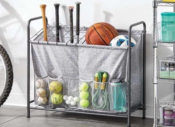 Garaje de contenedores de material deportivo
